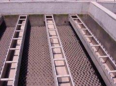 某环保公司曝气生物滤池施工使yong华固滤板密封cai